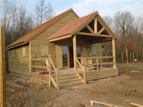 maison a ossature bois en kit pas cher construire maisons en bois