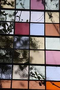 Verspiegeltes Glas Fenster : farbiges glas in einem fenster stockbild bild von gef rbt geb ude 47129643 ~ Markanthonyermac.com Haus und Dekorationen
