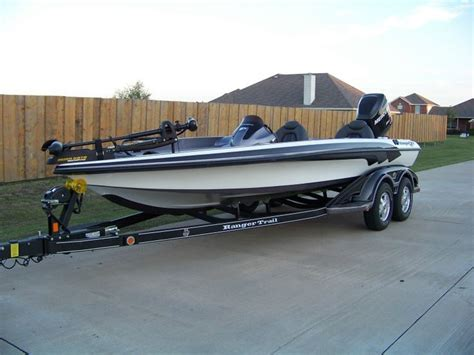 Phoenix Bass Boats Vs Skeeter by Best 25 Bass Boats For Sale Ideas On Pinterest Pontoon