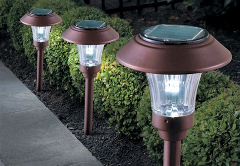 outdoor solar lights how to save energy using outdoor lighting