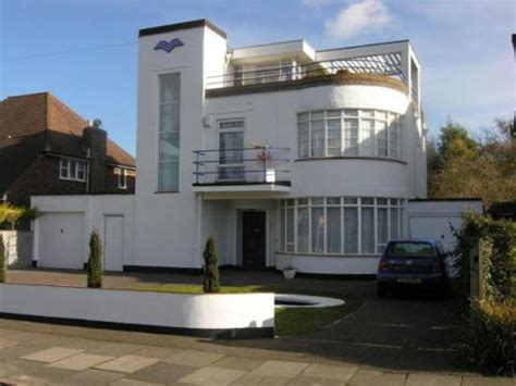 S Six-bedroomed Art Deco House In Luton