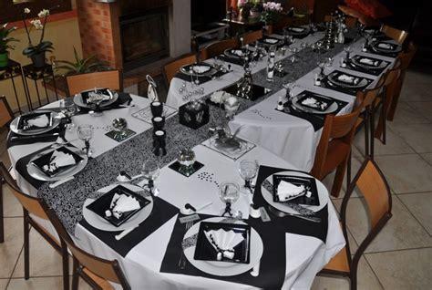 table quot en noir et blanc tout argent 233 quot chemin de tables de photos