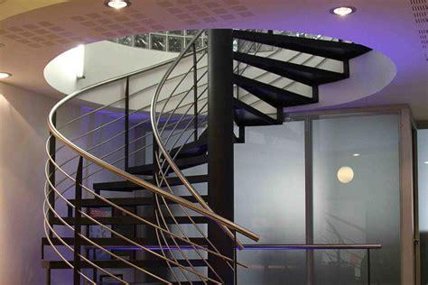 mur vegetal interieur escalier colimacon accueil design et mobilier