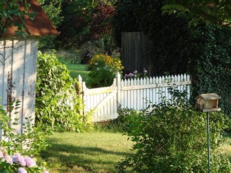 Picket Fences & Arbors For A Cottage Garden Landscaping