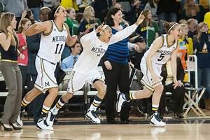 Michigan women's baskeball snaps 12-game losing streak to ...