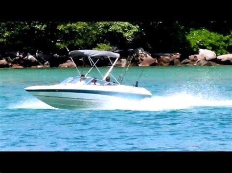 Sea Ray Boats Vs Bayliner by 17ss Whaler Vs 23 Monterey Bowrider Hole Shot Doovi