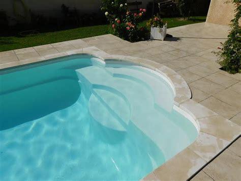 acheter une piscine coque polyester avec escalier pas cher sur aubenas installation