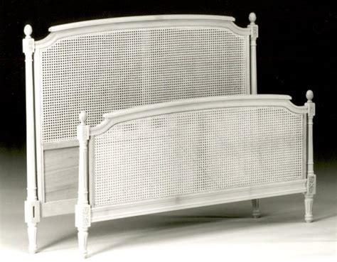 photo tete de lit louis xvi cannee