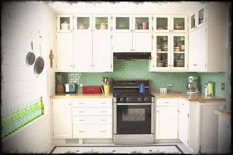 Small Kitchen Design With White Hanging Cabinets And