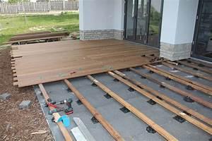 Holzdielen Für Terrasse : die perfekte unterkonstruktion f r die holzterrasse holzwelten ~ Markanthonyermac.com Haus und Dekorationen