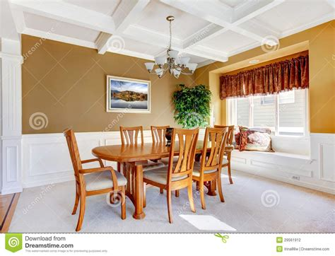 int 233 rieur de salle 224 manger avec la table blanche de banc et en bois