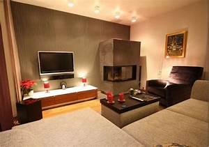 Kleines Wohnzimmer Gestalten : wohnzimmer gestalten mit modernem kamin raumax ~ Markanthonyermac.com Haus und Dekorationen
