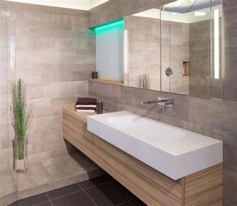 les 25 meilleures id 233 es de la cat 233 gorie salles de bains gris sur remodelage du demi