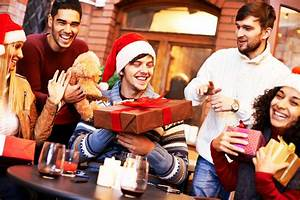 Gift-Giving Etiquette for the Holidays | Reader's Digest