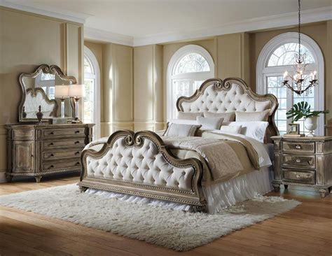 Pulaski Furniture Arabella Upholstered Bedroom Set