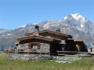 hebergement insolite 224 bramans haute maurienne chalet d alpage lc901
