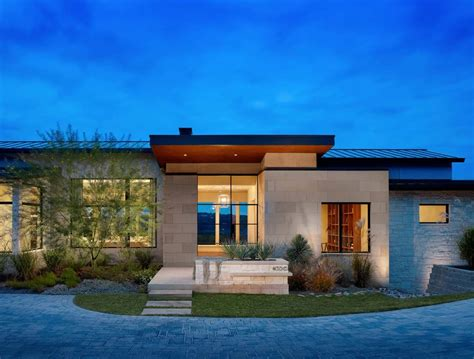 Modern Houses : Expansive Yet Inviting Home Has Sweeping Texas Hill