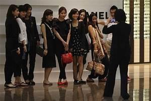 U.S.   Chinese tourists in America
