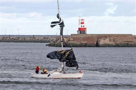 Zeiljacht Op Zee by Zeiljacht Op Noordzee In Problemen Zeilen