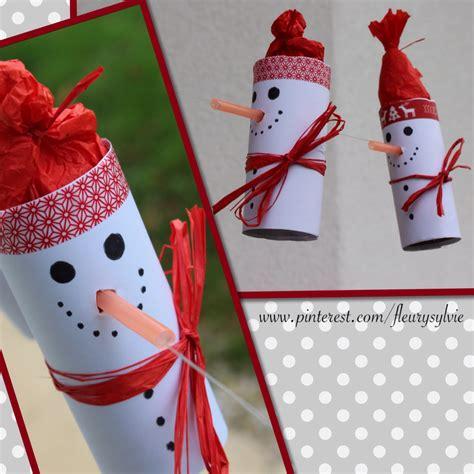 bonhomme de neige sur un fil avec rouleau papier wc et paille orange bricolage enfant noel