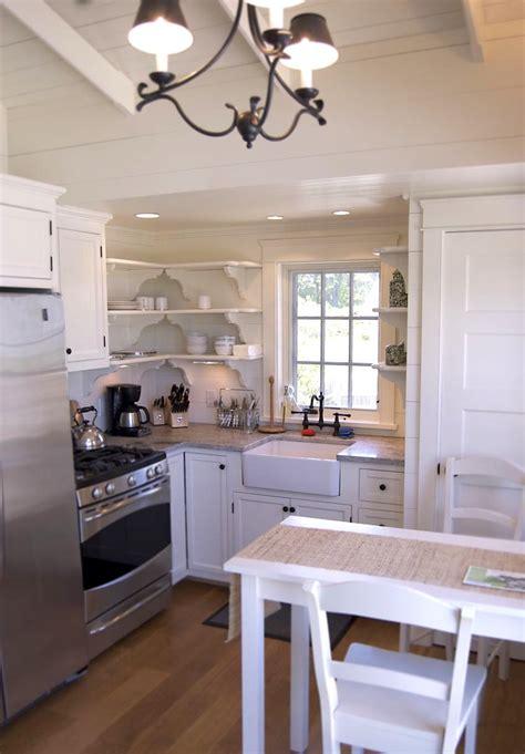 Coastal Cottage Kitchens