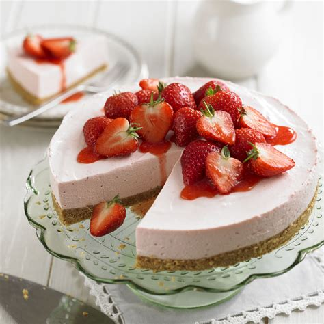 strawberry cheese cake strawberry cheesecake with strawberry sauce and home