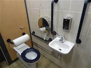 Como Montar um Banheiro para Idosos - FazFácil