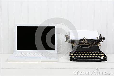 ordinateur portable et machine 224 233 crire modernes d antiquit 233 photo stock image 50019949