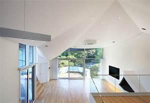 Moderne Häuser Walmdach : haus mit walmdach originelle dachform pr gt die moderne architektur ~ Markanthonyermac.com Haus und Dekorationen