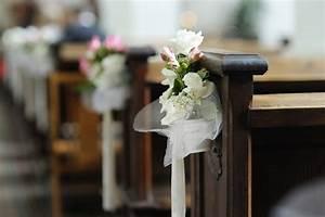 Deko Für Hochzeit : kirchenbank deko tolle ideen beispiele ~ Markanthonyermac.com Haus und Dekorationen