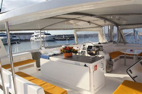 Catamaran Barcelona Fiesta by Alquiler Catamar 225 N Eventos Fiestas En El Mar Sitges