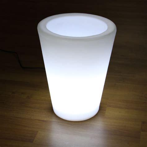 location pot de fleur lumineux blanc h50cm filaire avec buis