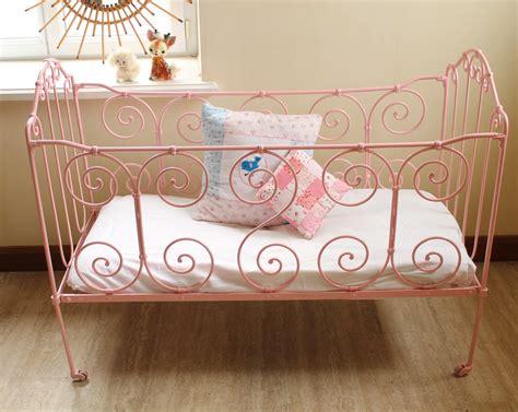 petit lit b 233 b 233 en fer forg 233 vintage petit lit b 233 b 233 petits lits et lit bebe