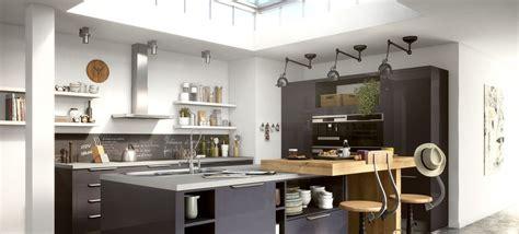 une cuisine design astucieuse et spacieuse largement ouverte sur le salon cette cuisine