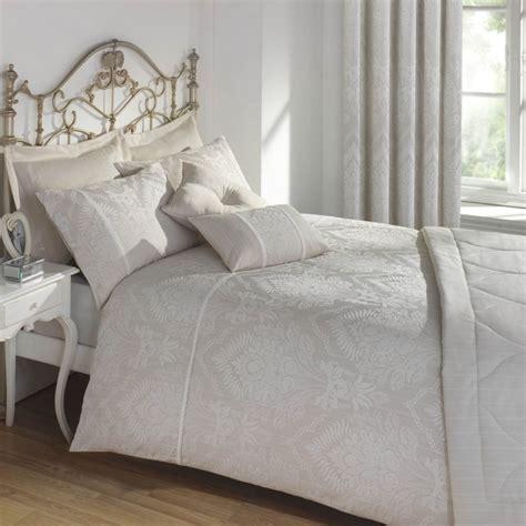 literie haut de gamme pour recouvrir le lit avec style