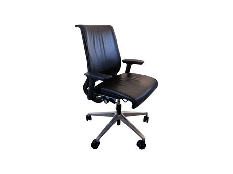 fauteuil steelcase think adopte un bureau