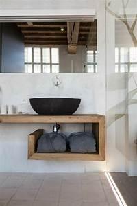 Holzdecke Im Bad : waschtisch aus holz f r mehr gem tlichkeit im bad ~ Markanthonyermac.com Haus und Dekorationen