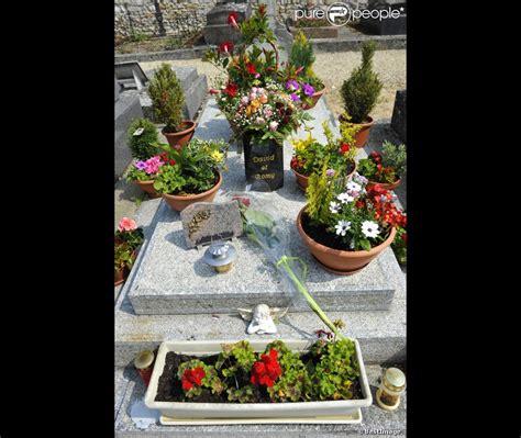 la tombe de romy schneider au cimeti 232 re de boissy sans avoir dans les yvelines est
