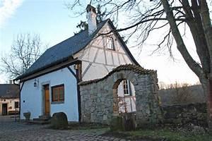 Haus Finden Tipps : kleines haus schullandheim winterburg ~ Markanthonyermac.com Haus und Dekorationen