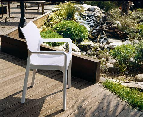 diy comment peindre votre salon de jardin en plastique 4 pieds tables chaises et tabourets