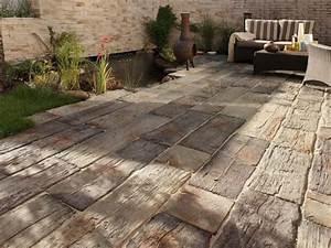 Holzdielen Für Terrasse : steinplatten f r terrasse verlegen terrassenplatten ~ Markanthonyermac.com Haus und Dekorationen