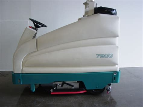 tennant 7200 electric floor scrubber rider industrial
