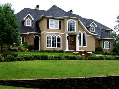 Exterior Painting : Tips On Choosing The Right Exterior Paint Colors For