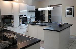 Schwarze Hochglanz Küche : graue kueche arbeitsplatte die neuesten innenarchitekturideen ~ Markanthonyermac.com Haus und Dekorationen