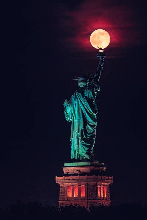 la lune pos 233 e sur la torche de la statue de la libert 233