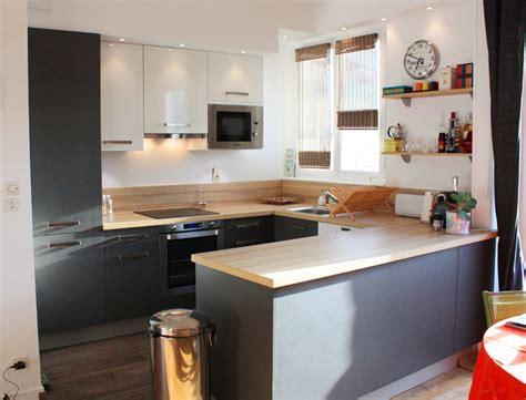 decoration idee cuisine ouverte cuisine ouverte avec un muret en bois laque idee deco sur