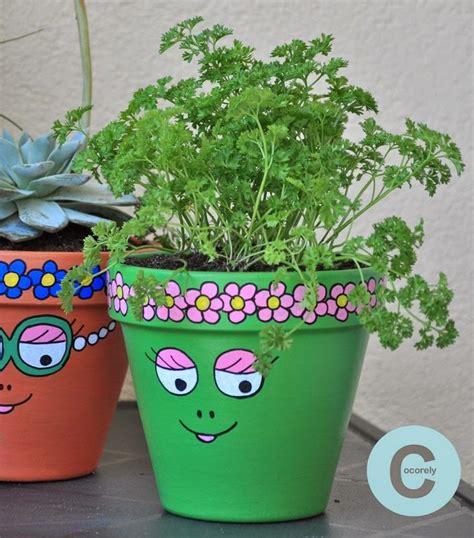 les 25 meilleures id 233 es de la cat 233 gorie pots de fleurs peints sur des pots en argile