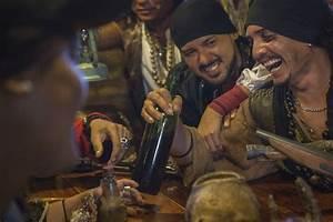 Were Pirates Just Petty Thieves? - Pirate Show Cancun