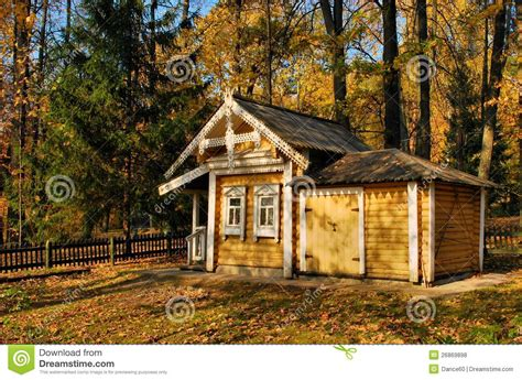 une maison dans la for 234 t photo stock image 26869898