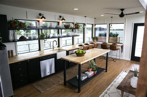 Fixer Upper Black Houseboat by Best 25 Fixer Upper Episodes Ideas Only On Pinterest